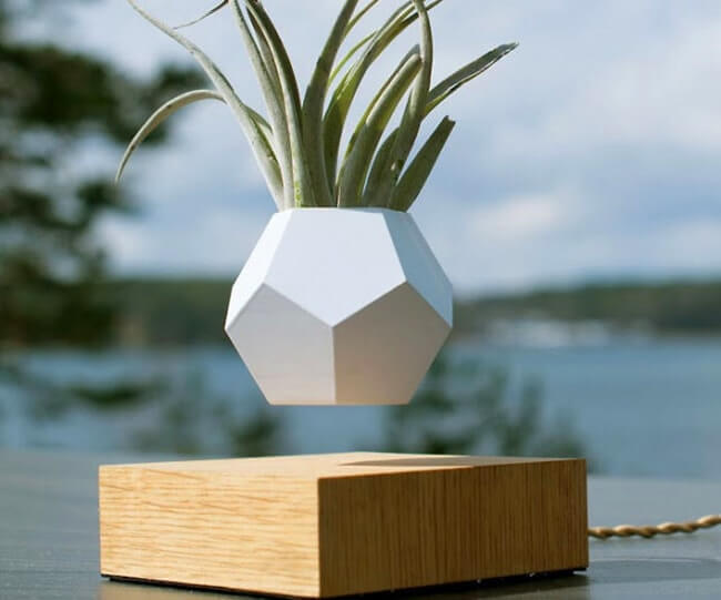 Magnetic Floating Pots