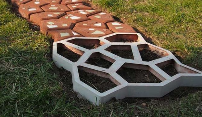 Walk Maker Mold to Create Paths in your Garden